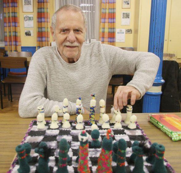 Gehäkeltes Schachspiel für Jubilar Kolb