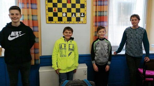 Rochade-Jugend wird U16-Bezirksmeister
